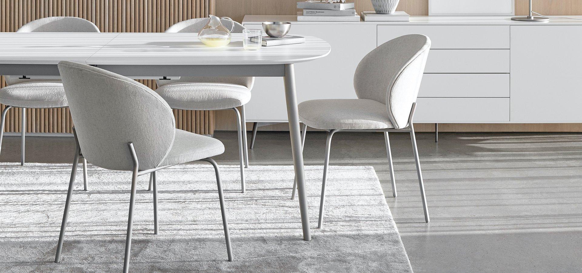 BoConcept przedstawia nowe meble do jadalni: stół Kingston i krzesło Princeton.