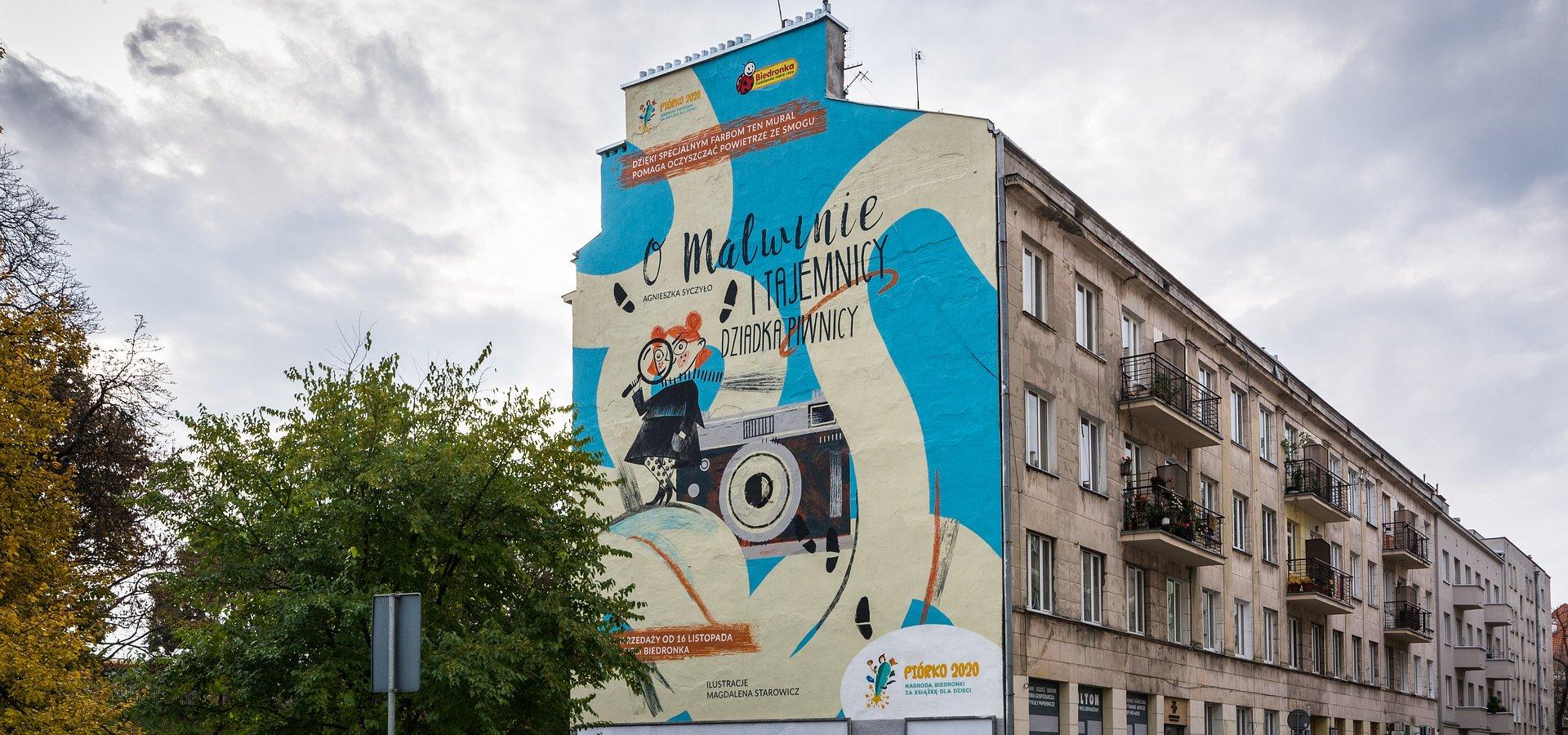 Biedronka wręcza nagrodę 100 tys. zł i odsłania antysmogowy mural