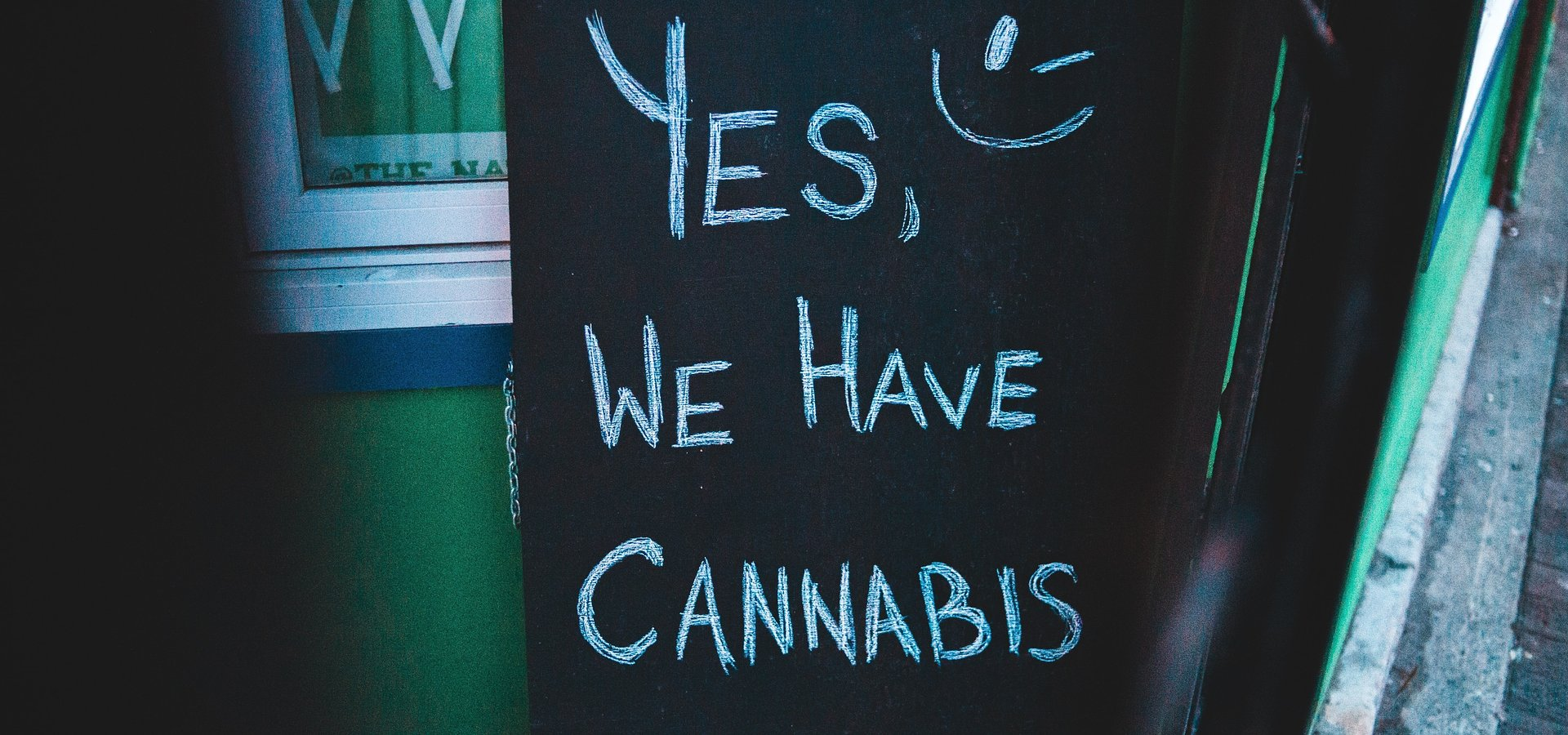 Cannabis and CBD Shops Can Leverage Digital Signage, Entertainment, & Social Media