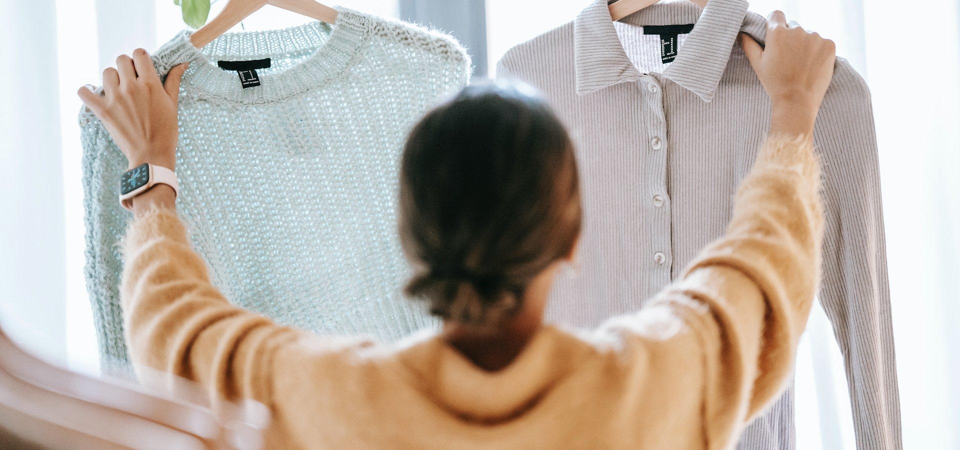 Polacy coraz bardziej modni w pracy. Badanie Pracuj.pl