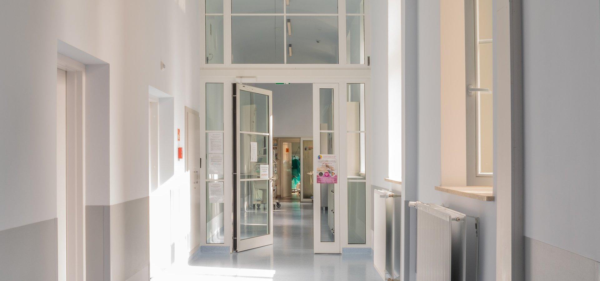 Uniwersyteckie Centrum Zdrowia Kobiety i Noworodka WUM z nowoczesnymi salami po modernizacji.