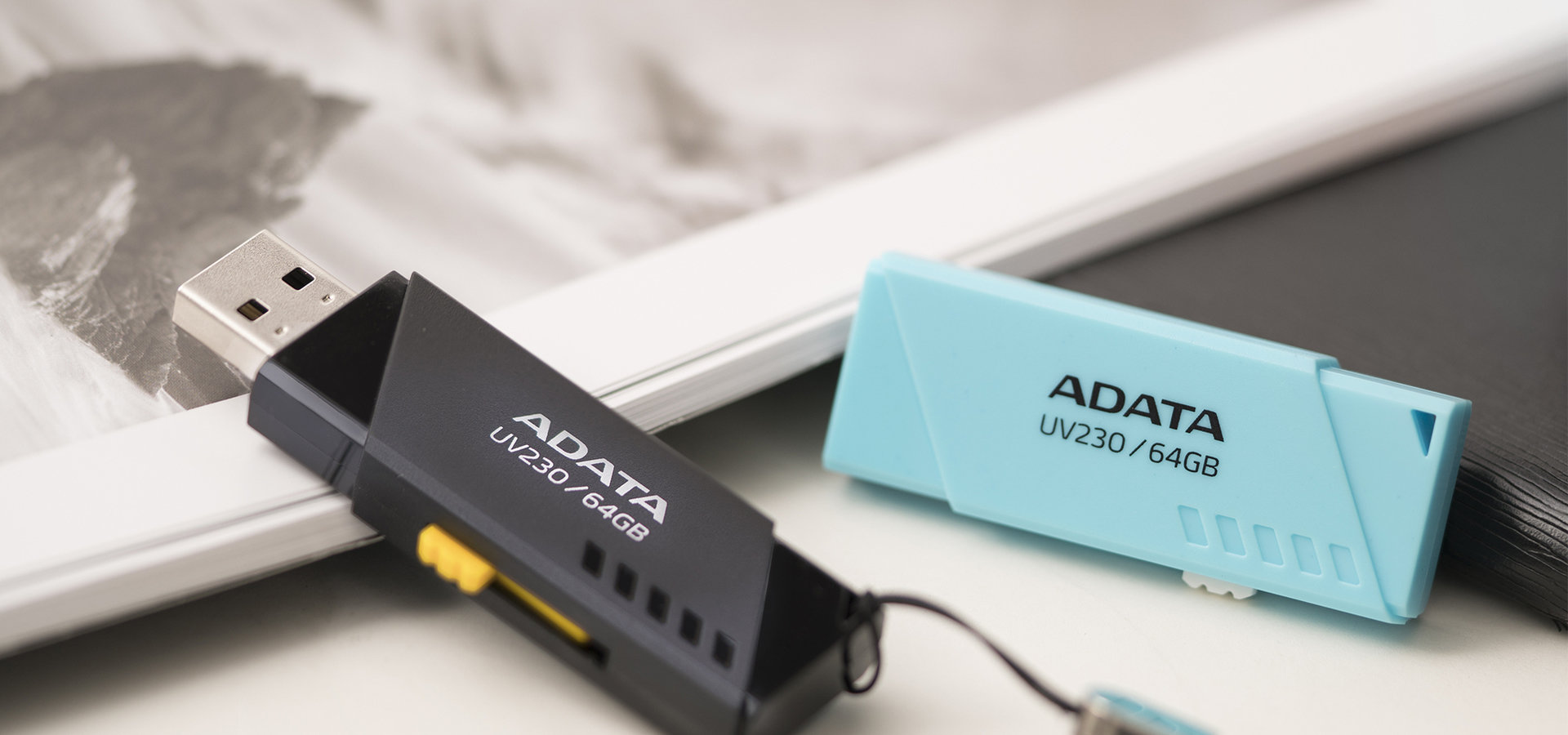 ADATA UV230 i UV330 - uniwersalne pendrive'y z wysuwanym złączem USB