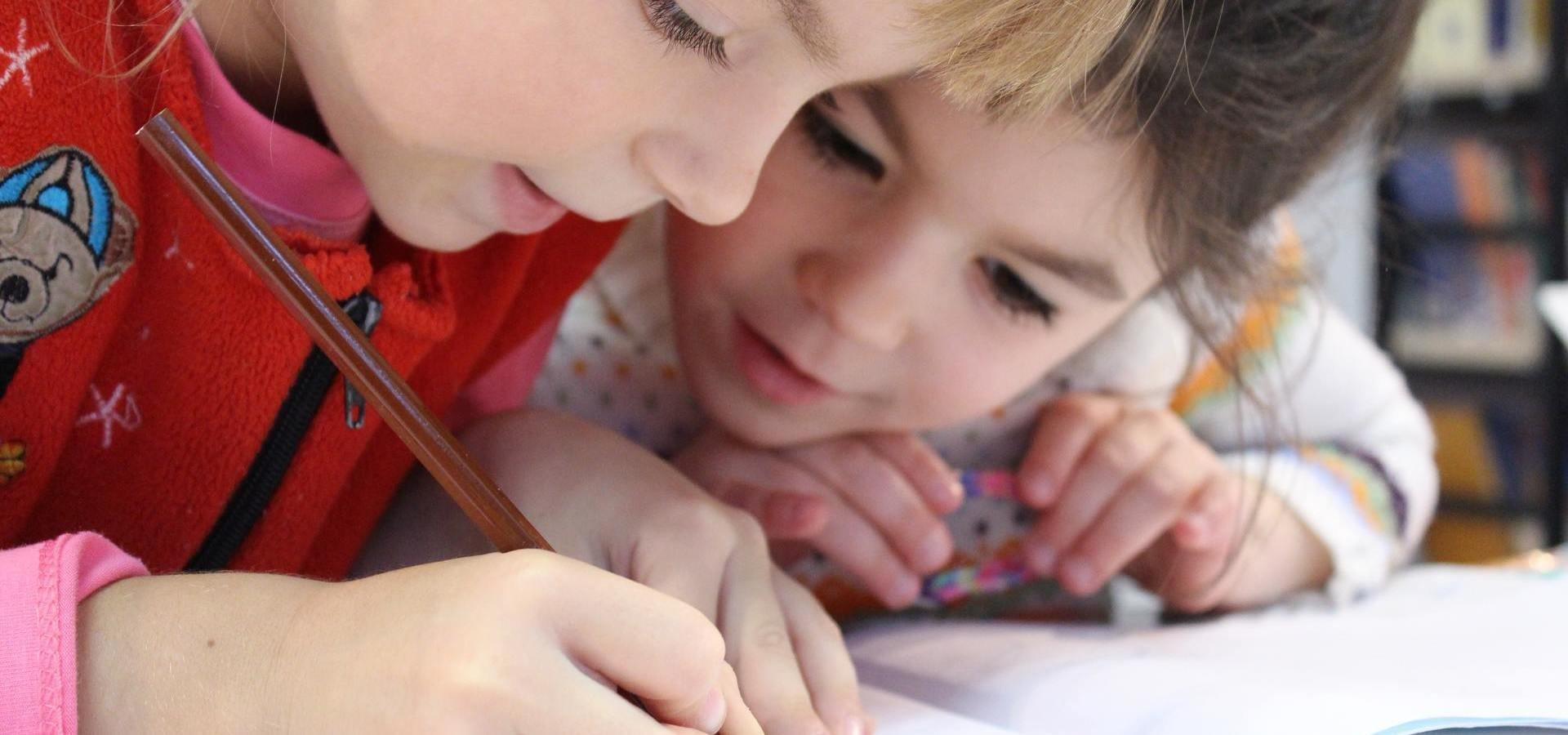 Lekcje po lekcjach: Niemal połowa polskich uczniów uczęszcza na dodatkowe zajęcia pozalekcyjne