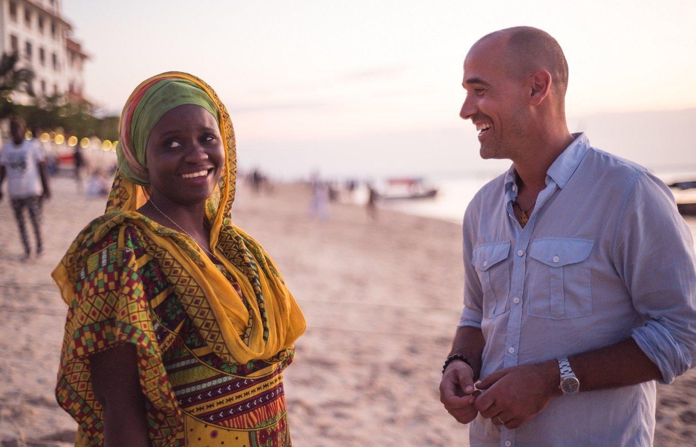 """Afrykańska kuchnia niejedno ma imię. """"Smaki Afryki według Davida Rocco"""" w maju na kanale Nat Geo People"""