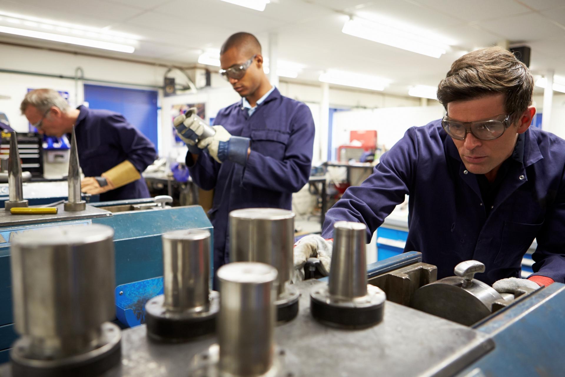 W wakacje najwięcej miejsc pracy czeka w produkcji przemysłowej