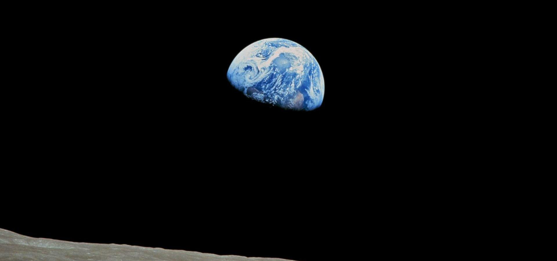 Czy wszyscy jesteśmy astronautami na statku kosmicznym Ziemia?