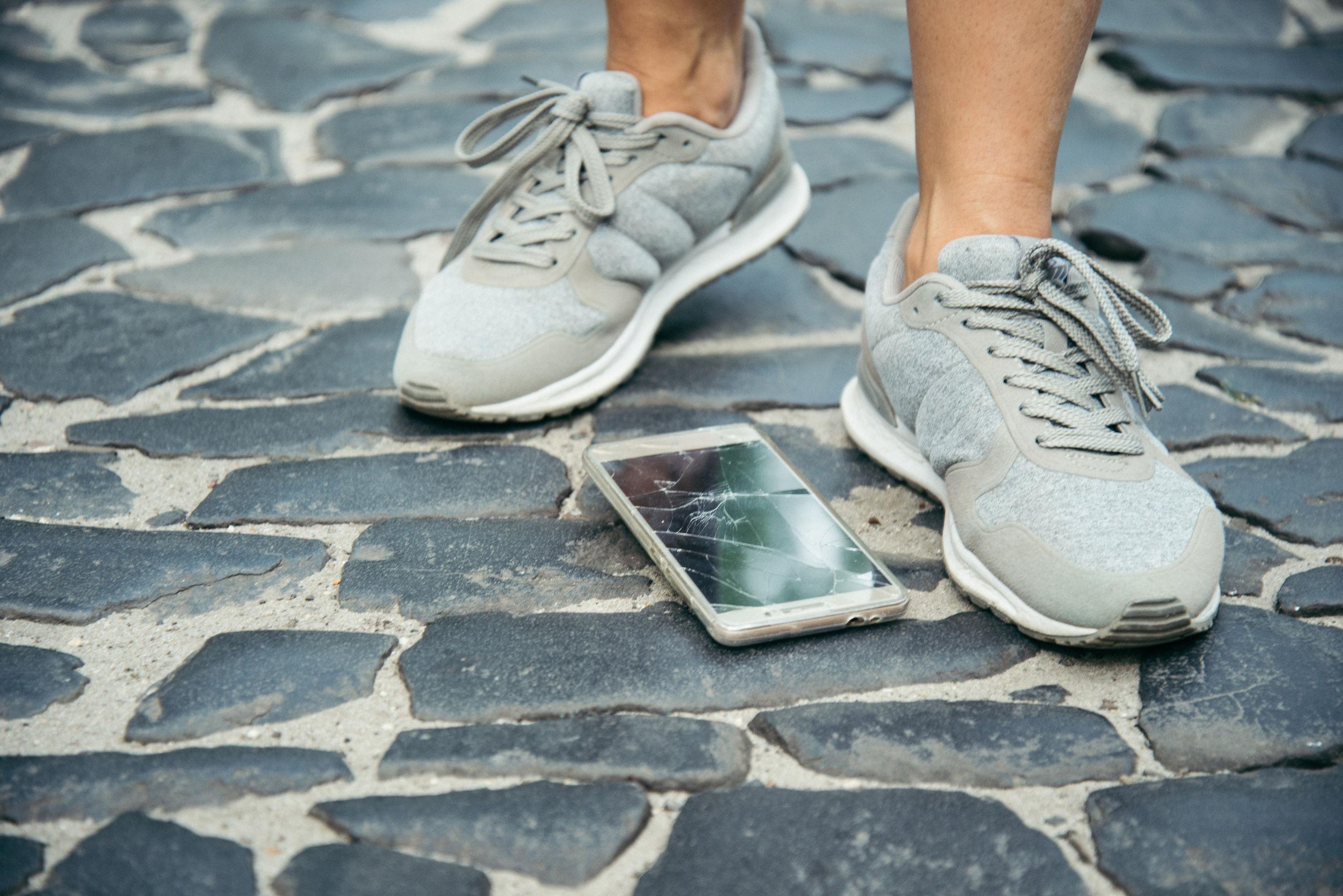 Których usterek w smartfonach nie obejmuje gwarancja producenta?