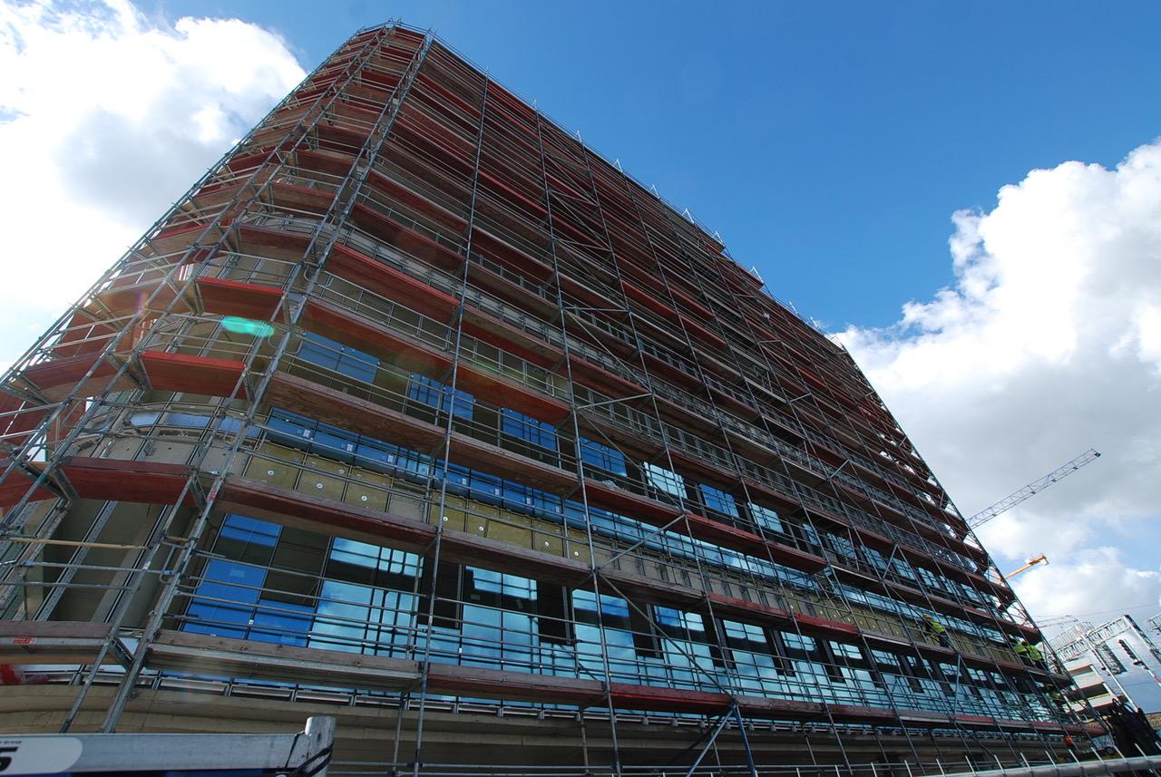 SQ Business Center - rozpoczęto montaż szklanej fasady