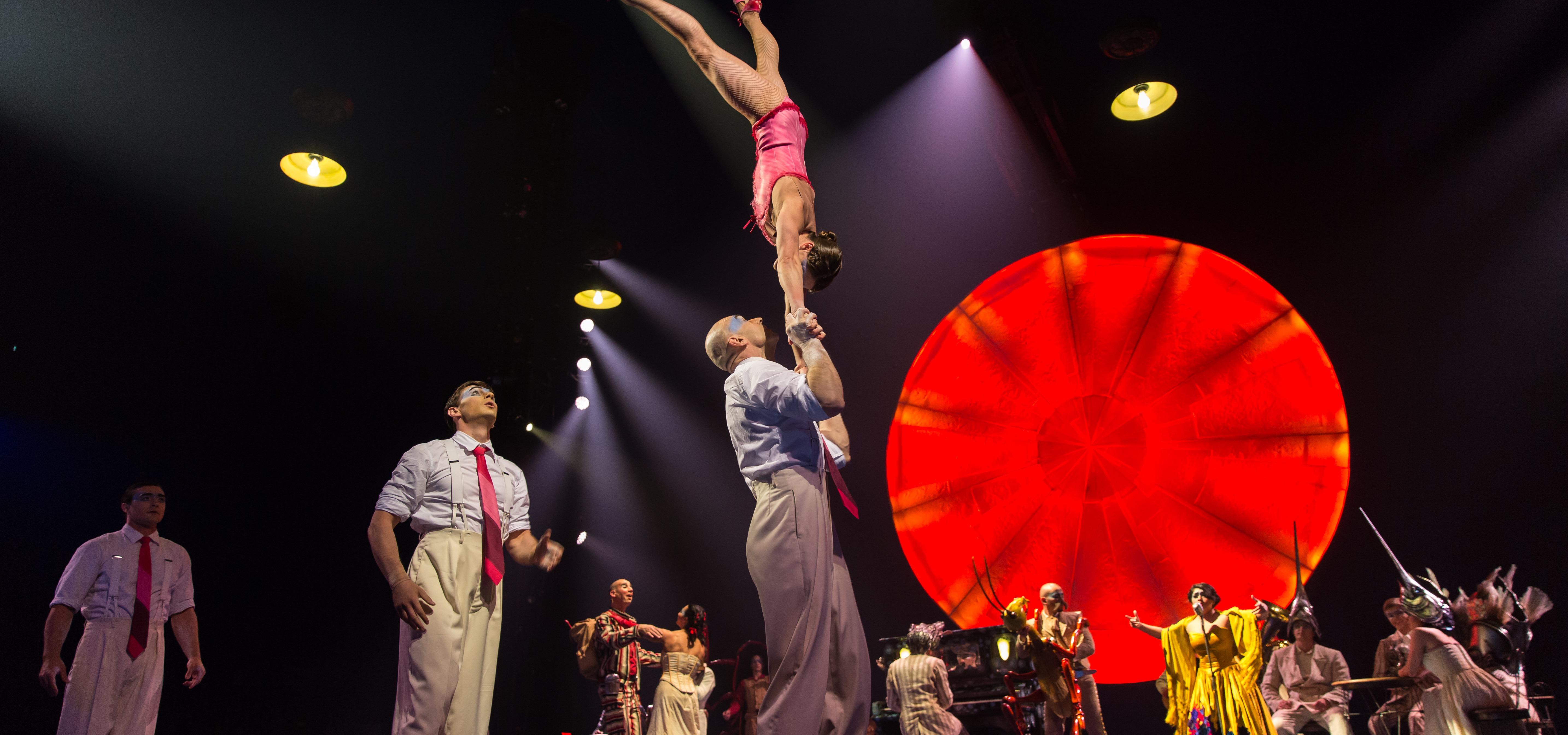 Luzia, Cirque du Soleil, Levantamiento de la Gran Carpa Blanca y Dorada Soleil