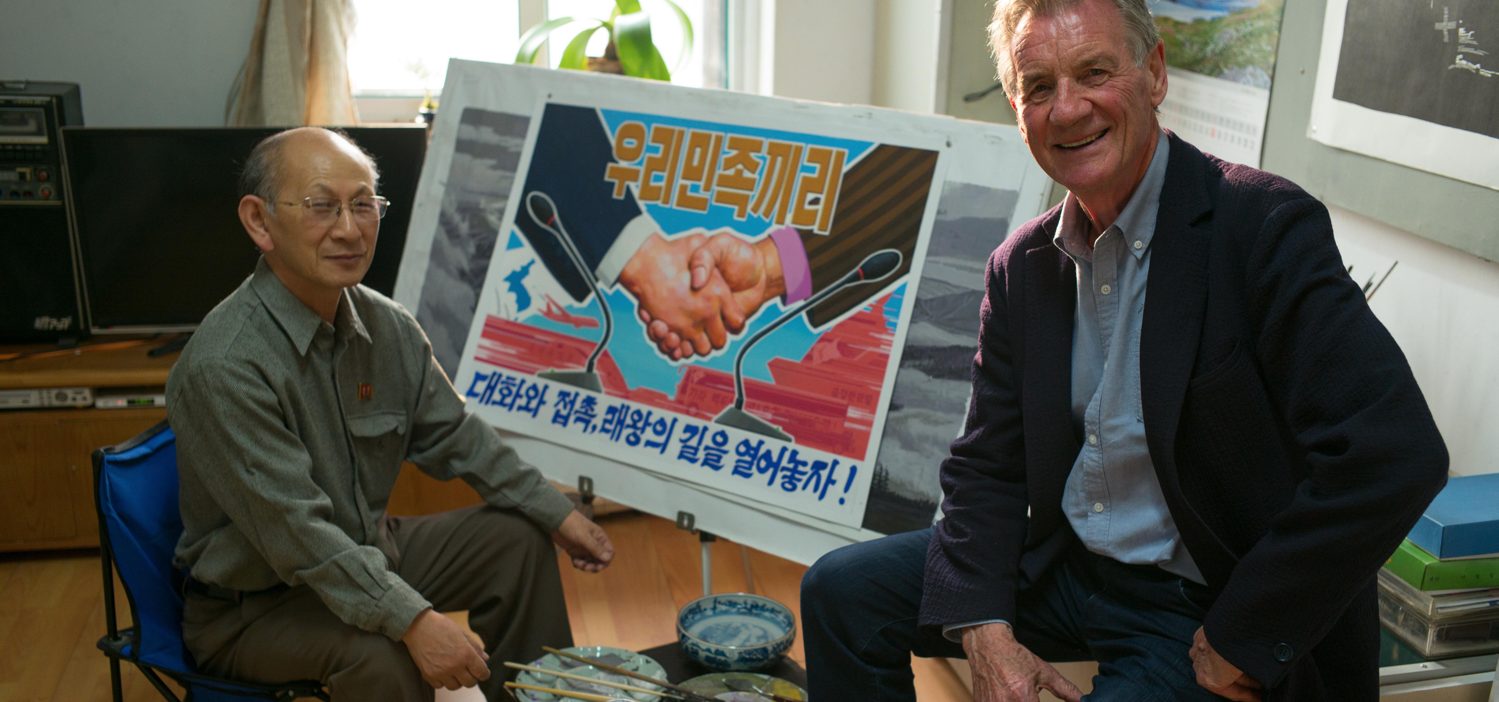 """Jak wygląda życie za reżimową kurtyną? Dokument """"Korea Północna według Michaela Palina"""" w grudniu na kanale National Geographic"""