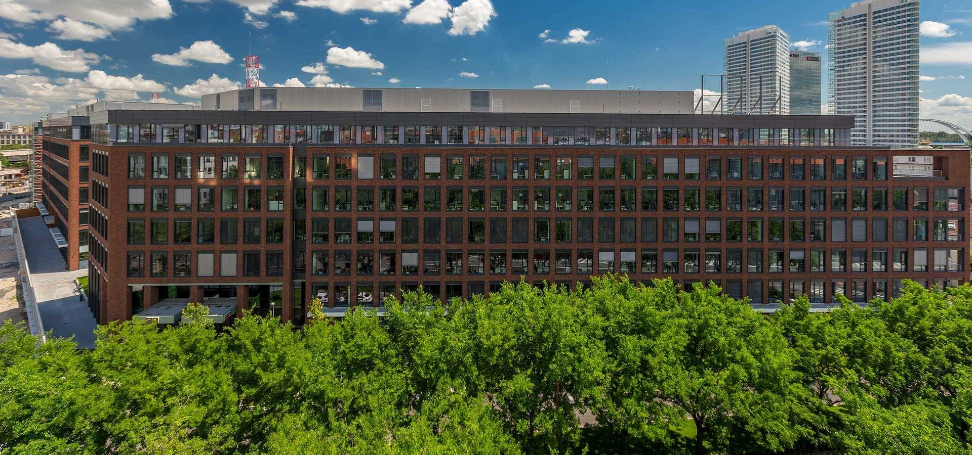 HB Reavis Group sells Twin City A in Bratislava to Prvý realitný fund, managed by IAD Investments