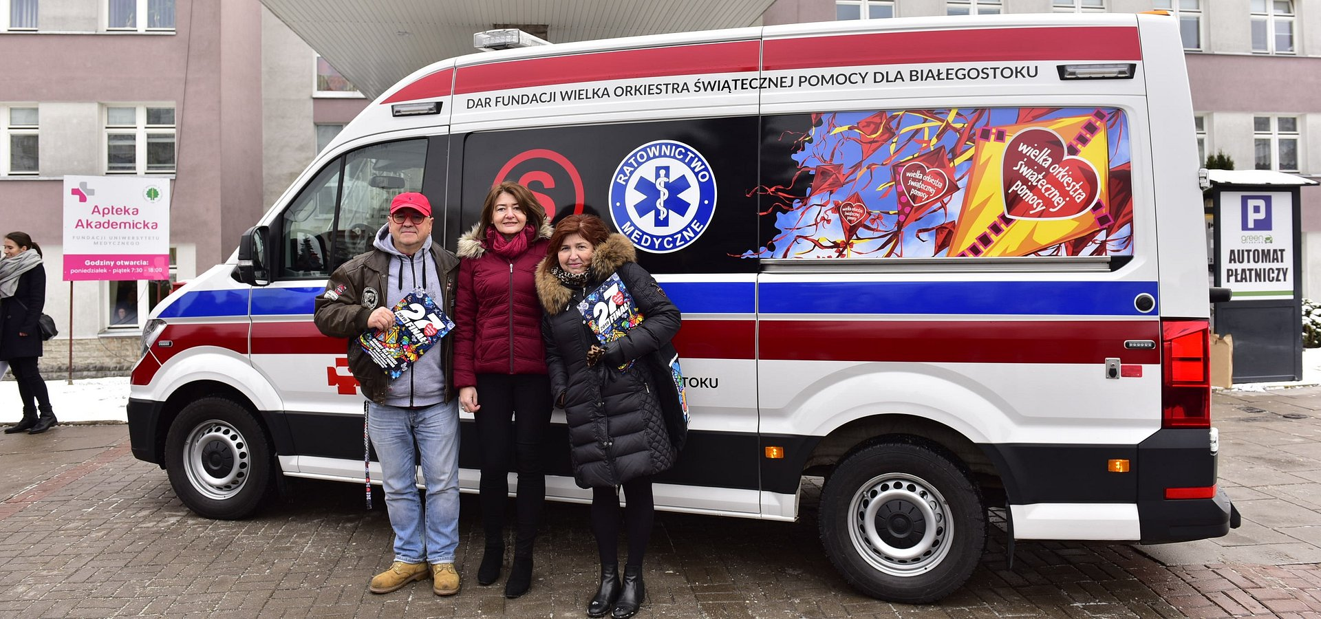 Jurek i Lidia Owsiak przekazali karetkę dla Białegostoku