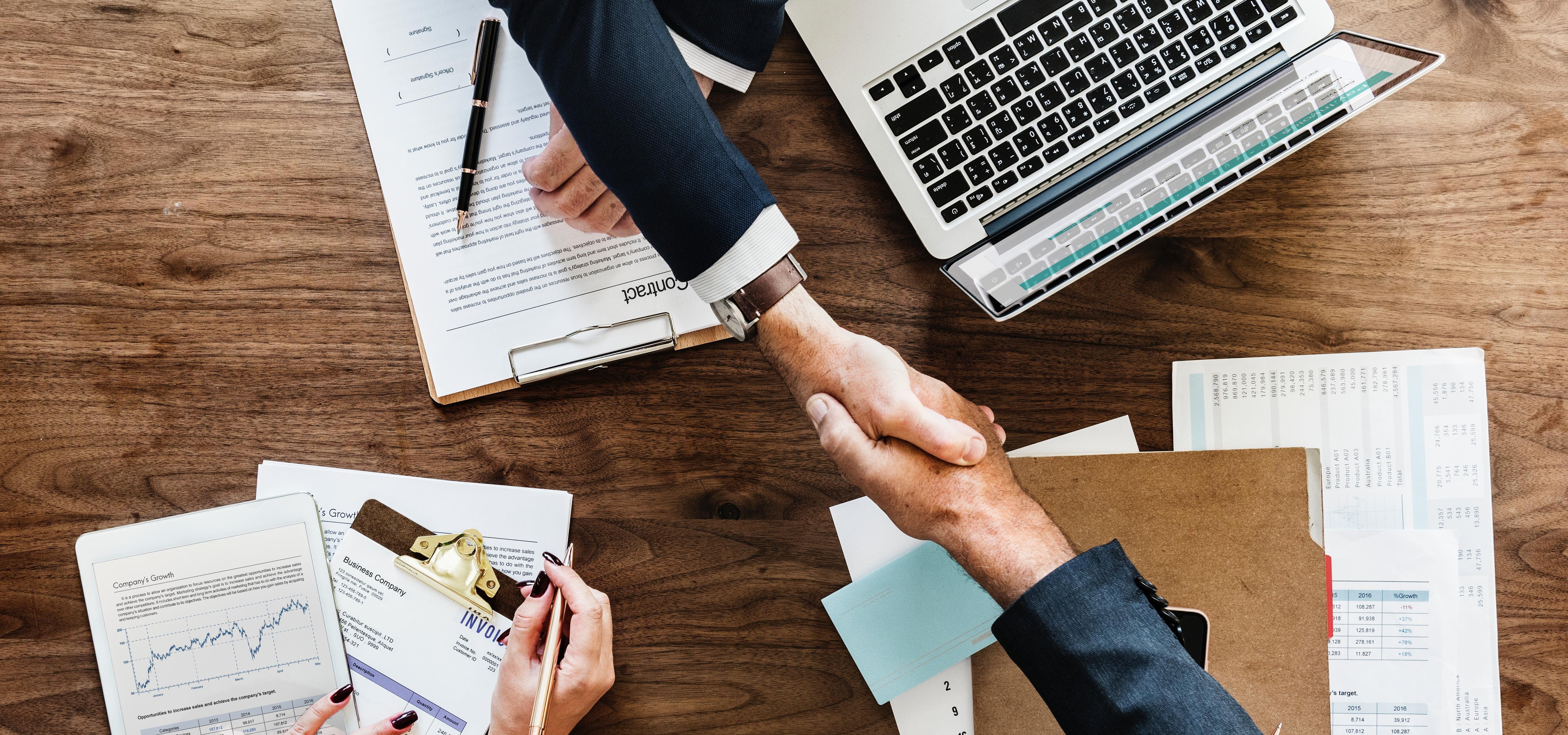 Małe spółki nie czekają już na pieniądze z faktur – SMEO ma dla nich nową ofertę