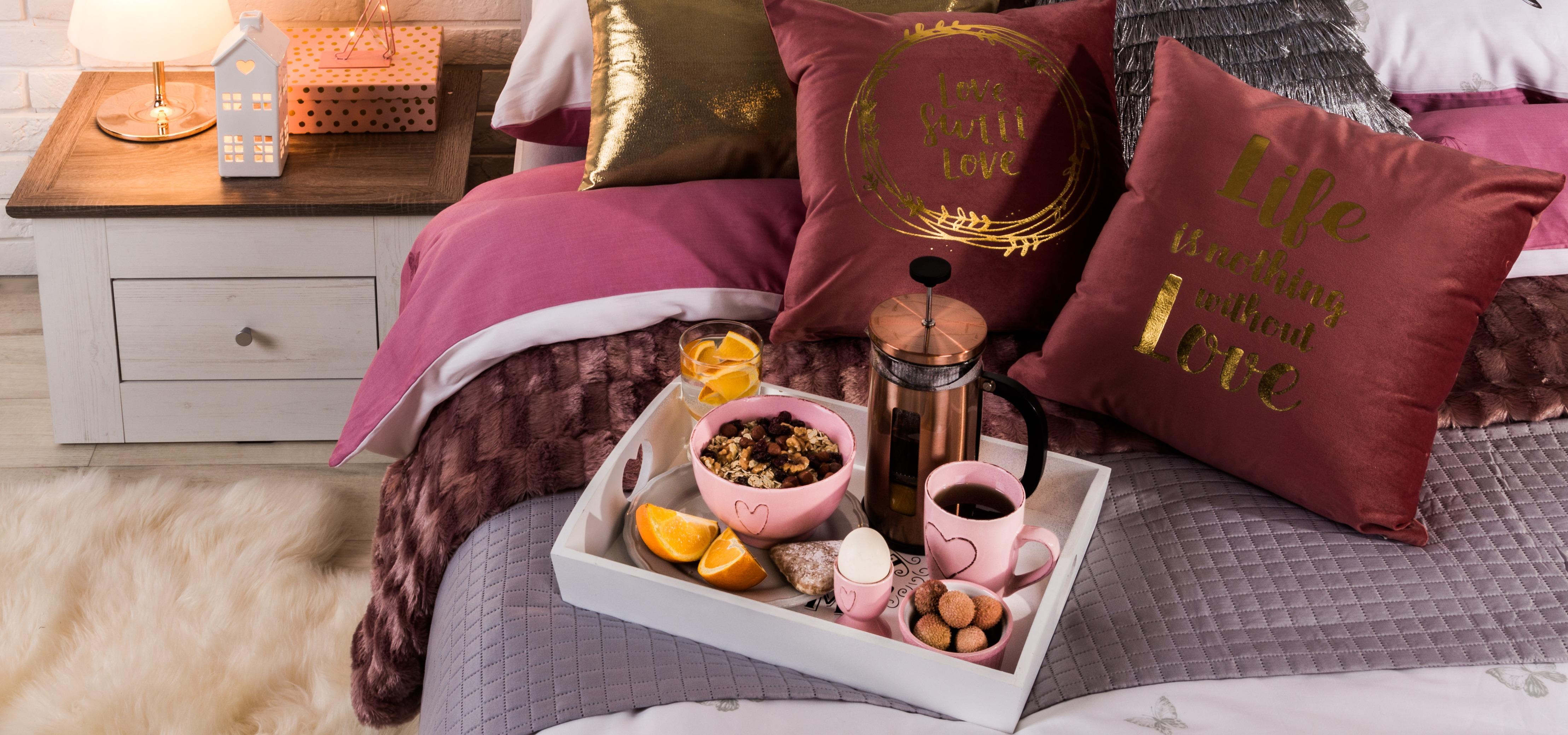 Śniadanie walentynkowe w wyjątkowym stylu – akcesoria, które umilą Ci Święto Zakochanych