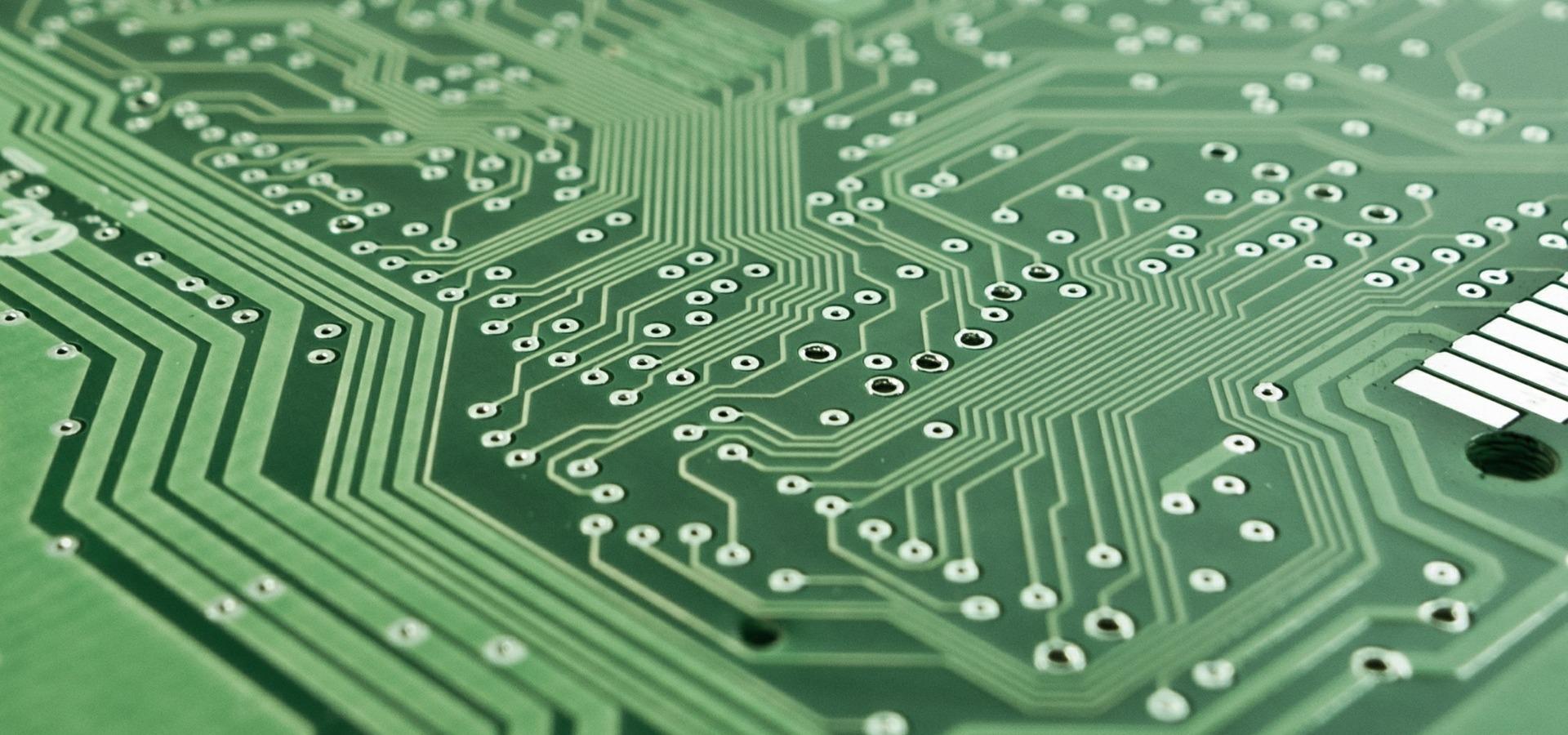 UŁ komentuje: Czy przyszłość informatyki jest kwantowa?