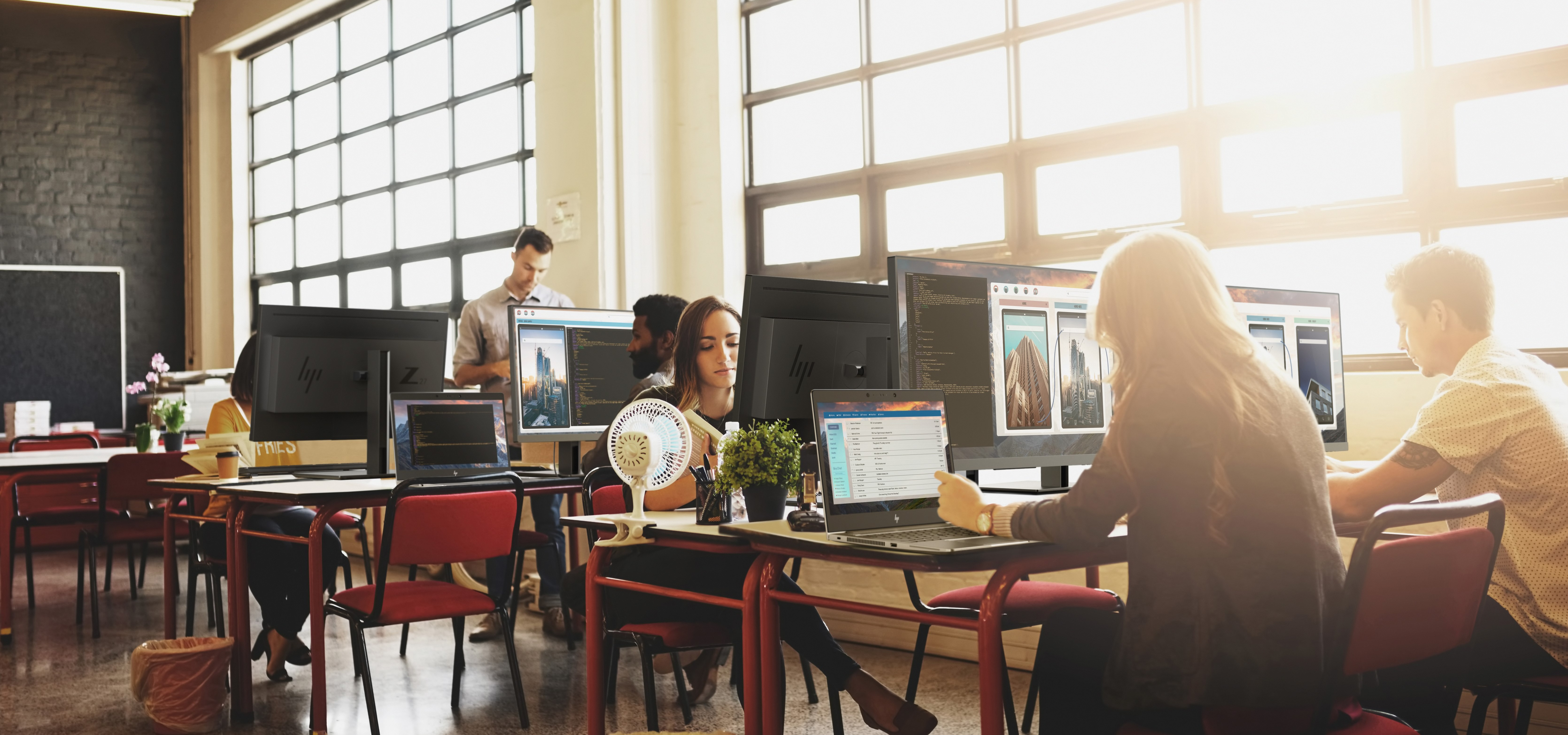 Współczesne miejsce pracy to nie tylko biuro. Podążając za trendami pamiętajmy o bezpieczeństwie