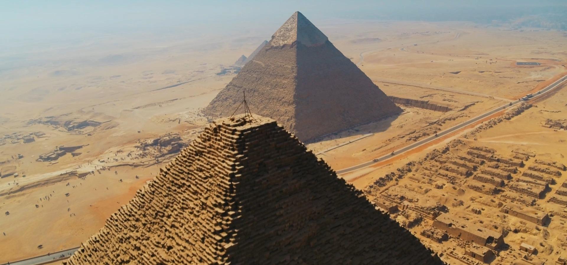 """Zobacz z góry wielką cywilizację pośród piasków pustyni. """"Egipt z powietrza"""" w kwietniu na kanale National Geographic"""