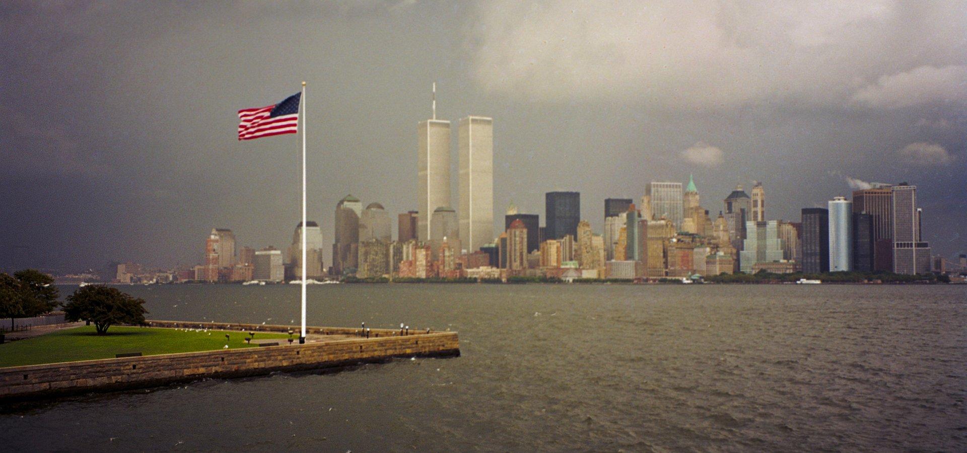"""Cud solidarności w dniu najstraszniejszej tragedii. Dokument """"11 września: kontrolerzy z nieba"""" pokaże, jak małe kanadyjskie miasteczko wpłynęło na losy tysięcy podróżnych"""