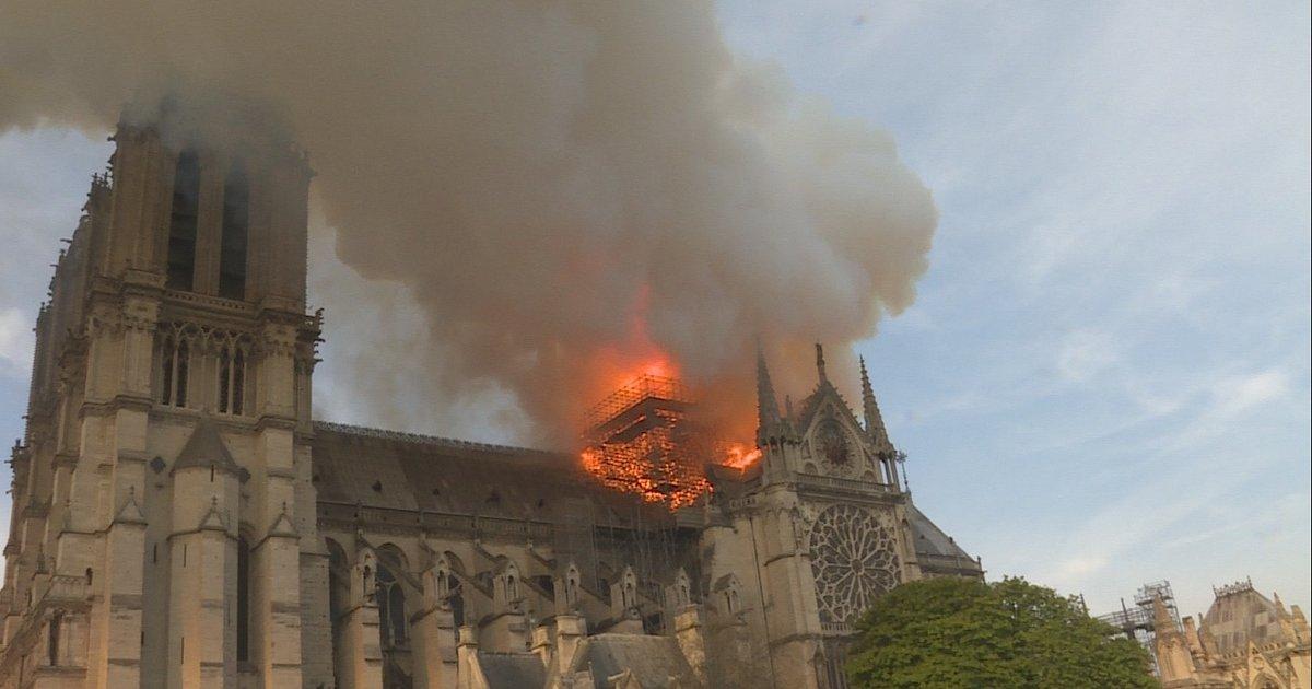 """To oni ratowali Notre Dame. Poznaj strażaków, którzy ryzykowali życie, by ocalić bezcenny zabytek. Premiera dokumentu """"Notre Dame w ogniu"""" już 15 września na kanale National Geographic"""