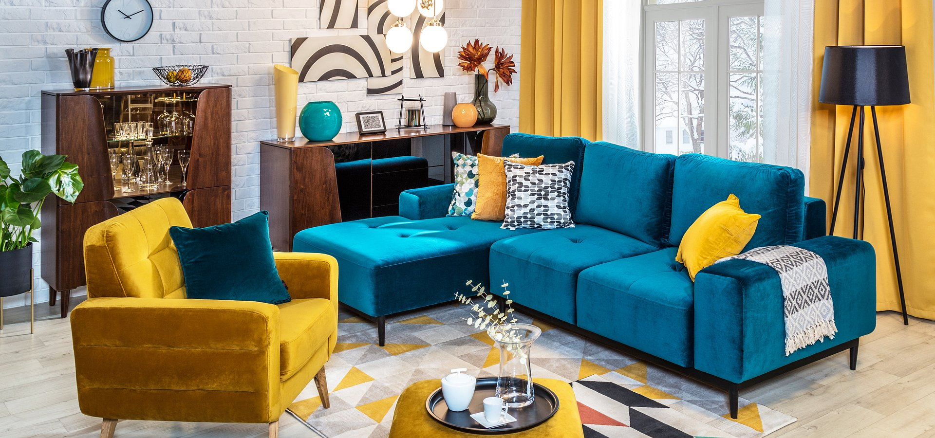 3 pomysły na aranżacje w stylu mid-century modern – radzi ekspert salonów Agata