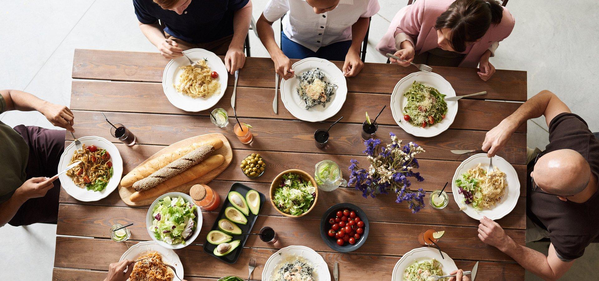 Polacy o jedzeniu w pracy