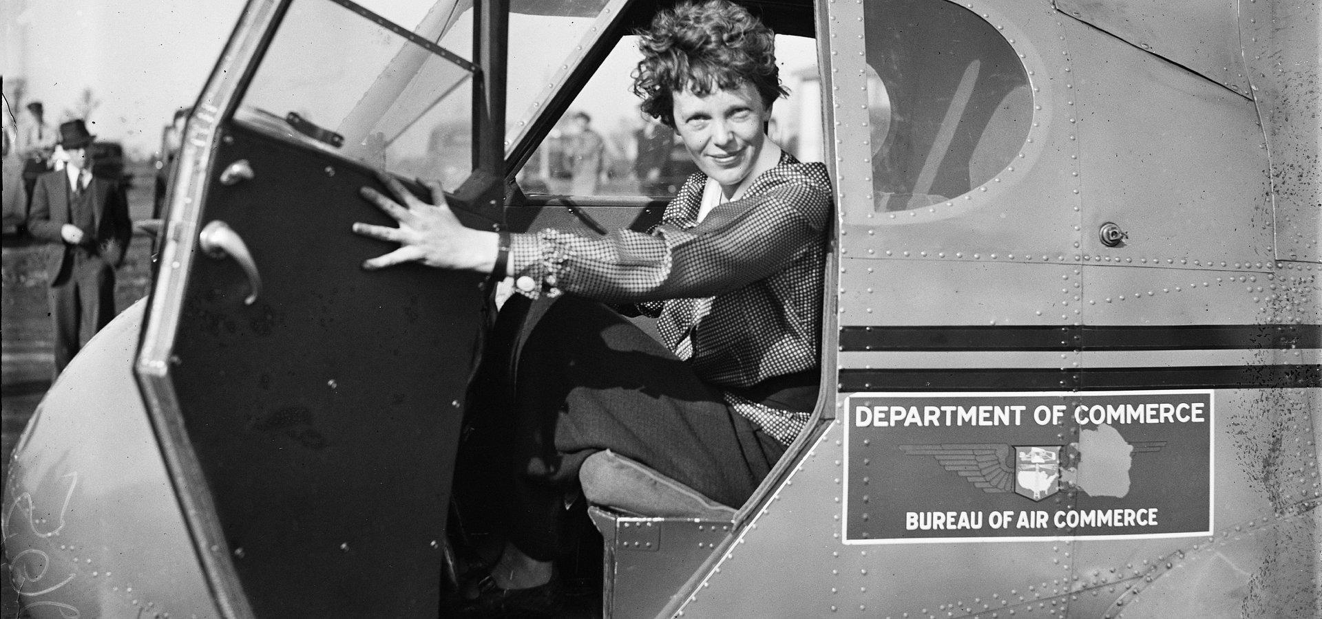 Przebijała samolotem szklany sufit i… zaginęła. Co się stało z pionierką lotnictwa Amelią Earhart?