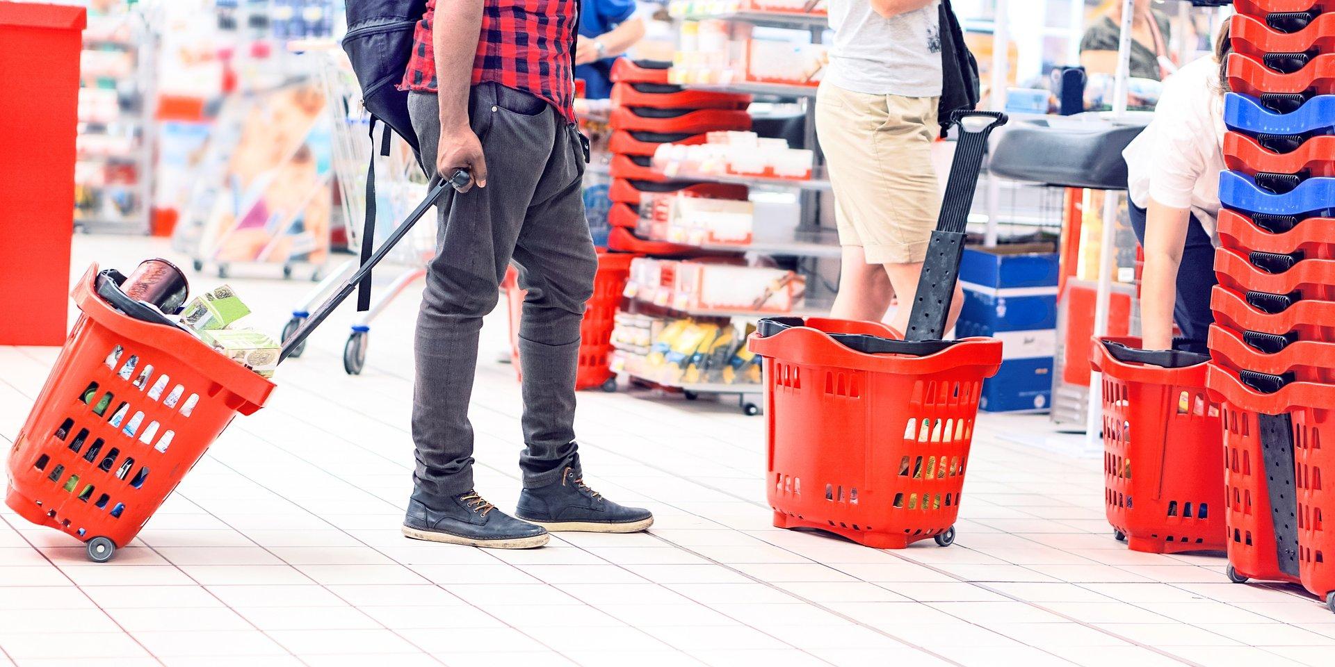 Sprzedaż detaliczna w cenach stałych spadła o 7,7% r/r