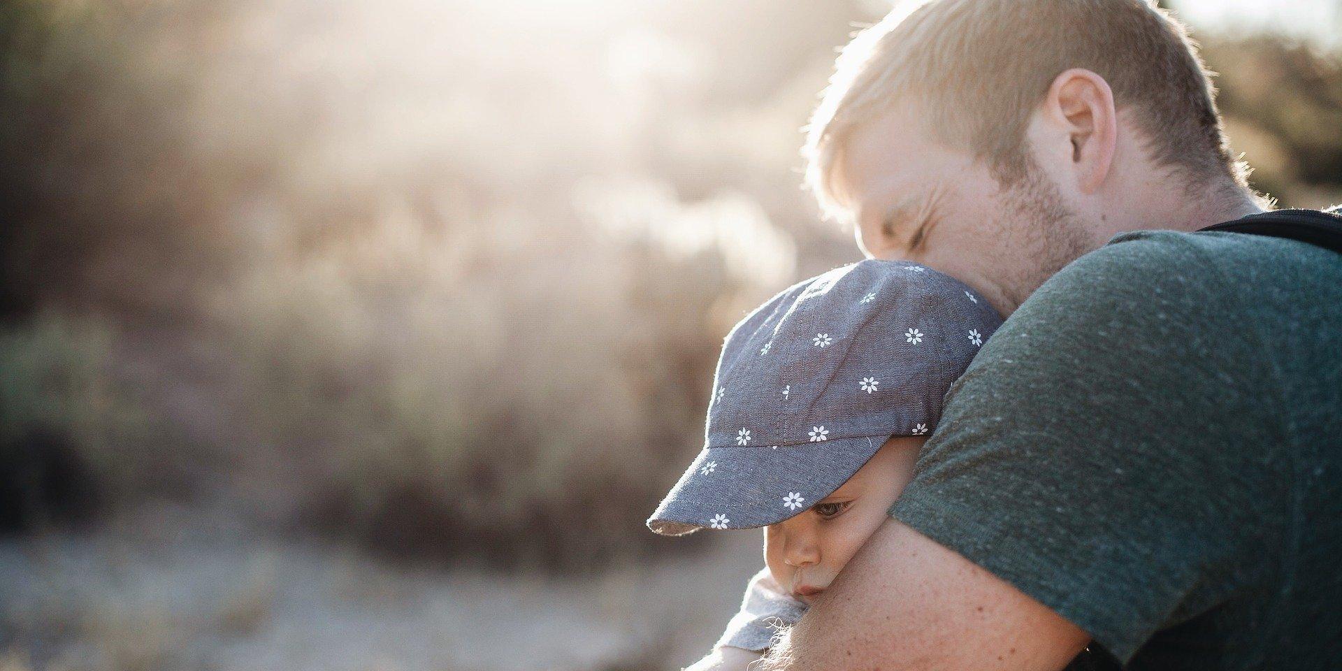 Rola ojca w wychowaniu dziecka? Psycholog daje ważne wskazówki