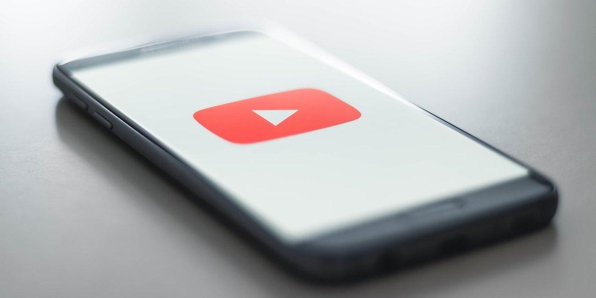 """4 miliony - tyle subskrypcji na YouTube """"stuknęło"""" Frizowi i reZiemu"""