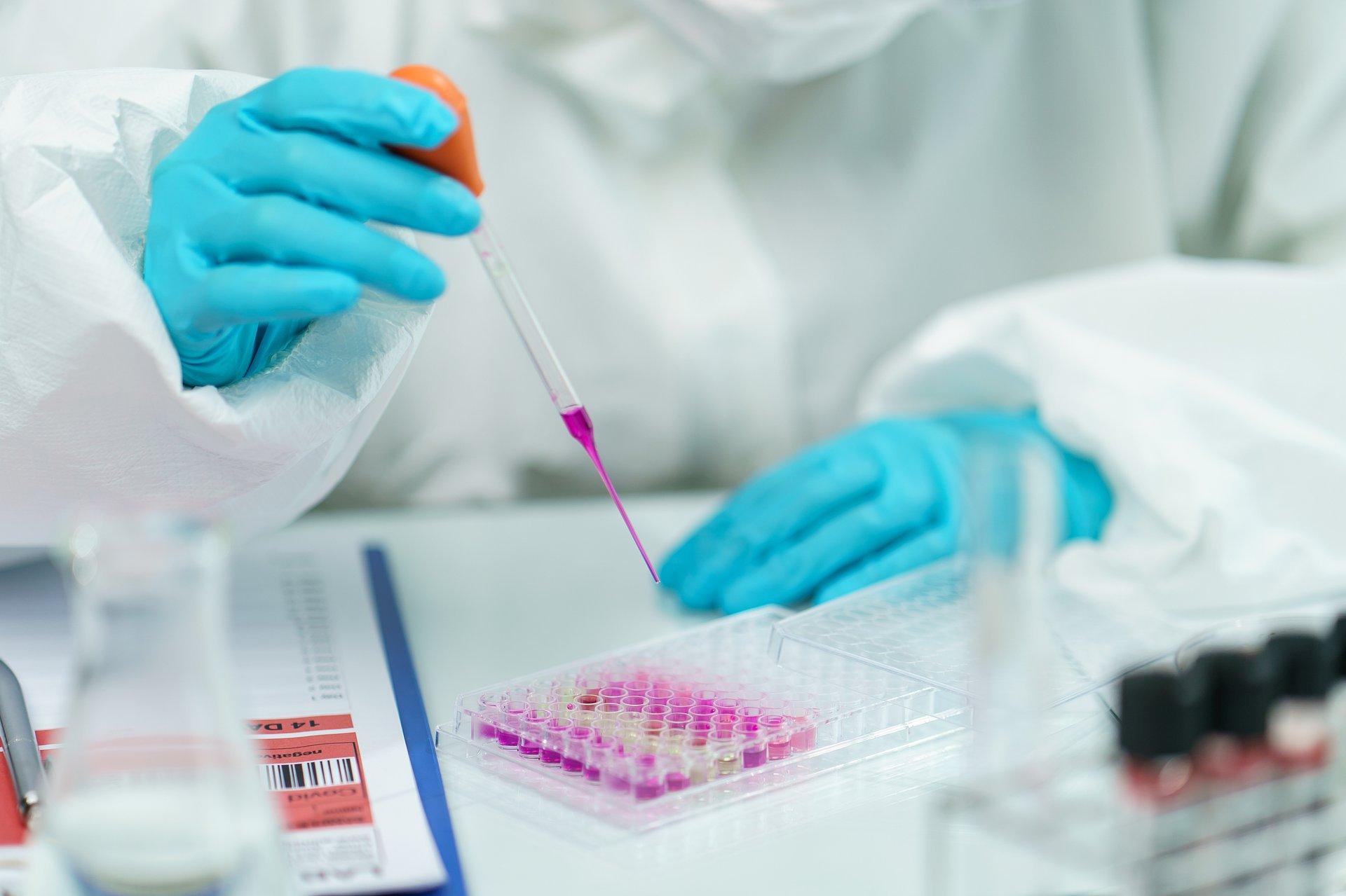 Nature: 21 leków skutecznych w leczeniu COVID-19