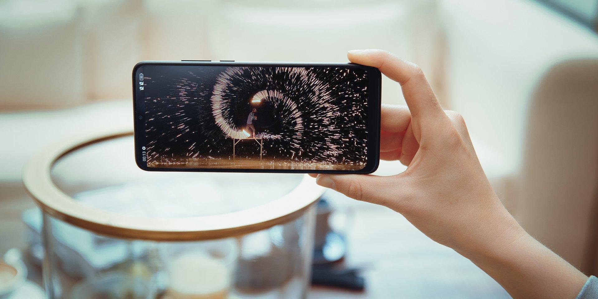 Dobry smartfon nie musi być drogi - na co zwrócić uwagę porównując modele z niższej półki cenowej