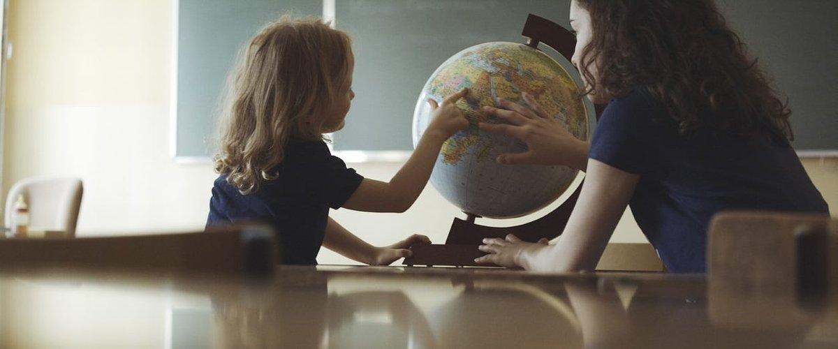 Powrót do szkoły: rola Akademii Przyszłości istotna bardziej niż kiedykolwiek. Trwają poszukiwania 1900 wolontariuszy