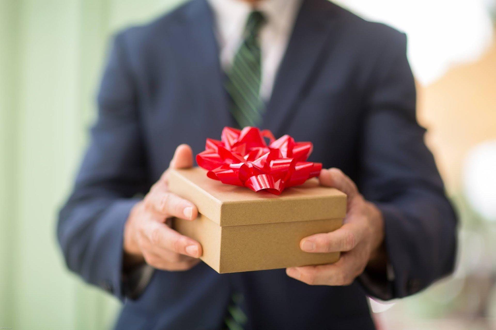 Budowanie relacji biznesowych w dobie pandemii. Na co zwrócić uwagę przy wyborze prezentów?