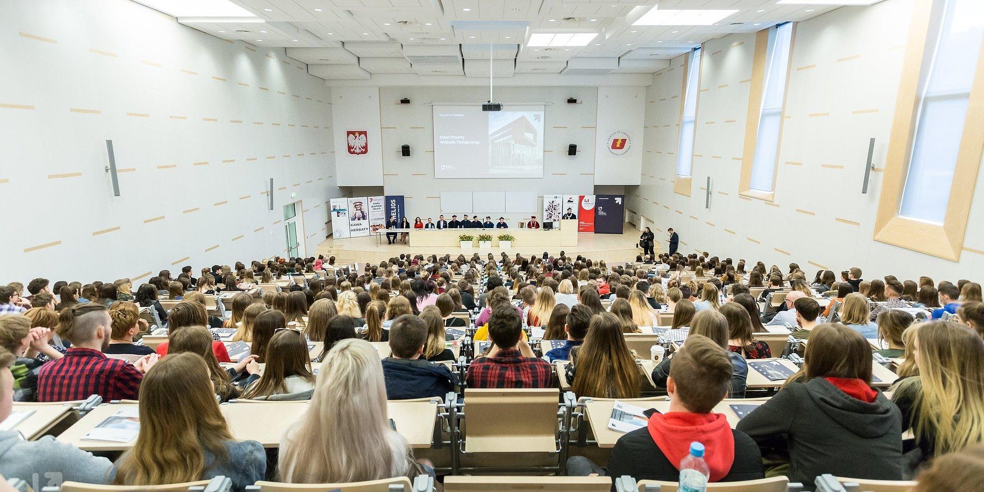 Ponad 12 osób na miejsce! – rekrutacja 2020/2021 na UŁ