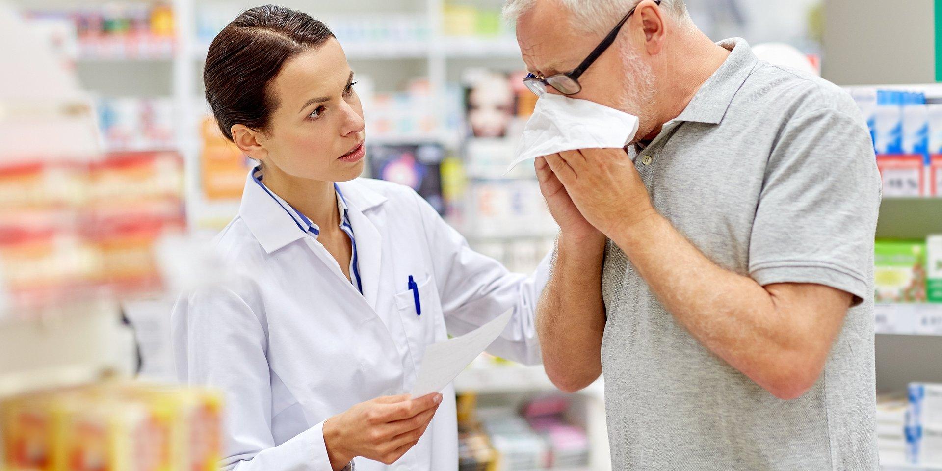 Aptekarze zaczęli wyręczać lekarzy? Medycy oburzeni publikacjami w mediach