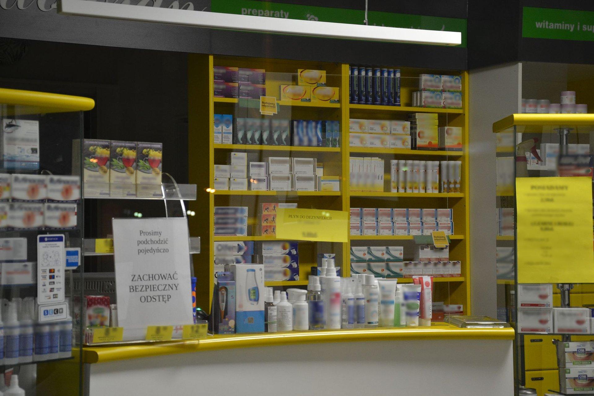 Uwaga - sanepid w asyście policji wchodzi do aptek! Co kontrolują?