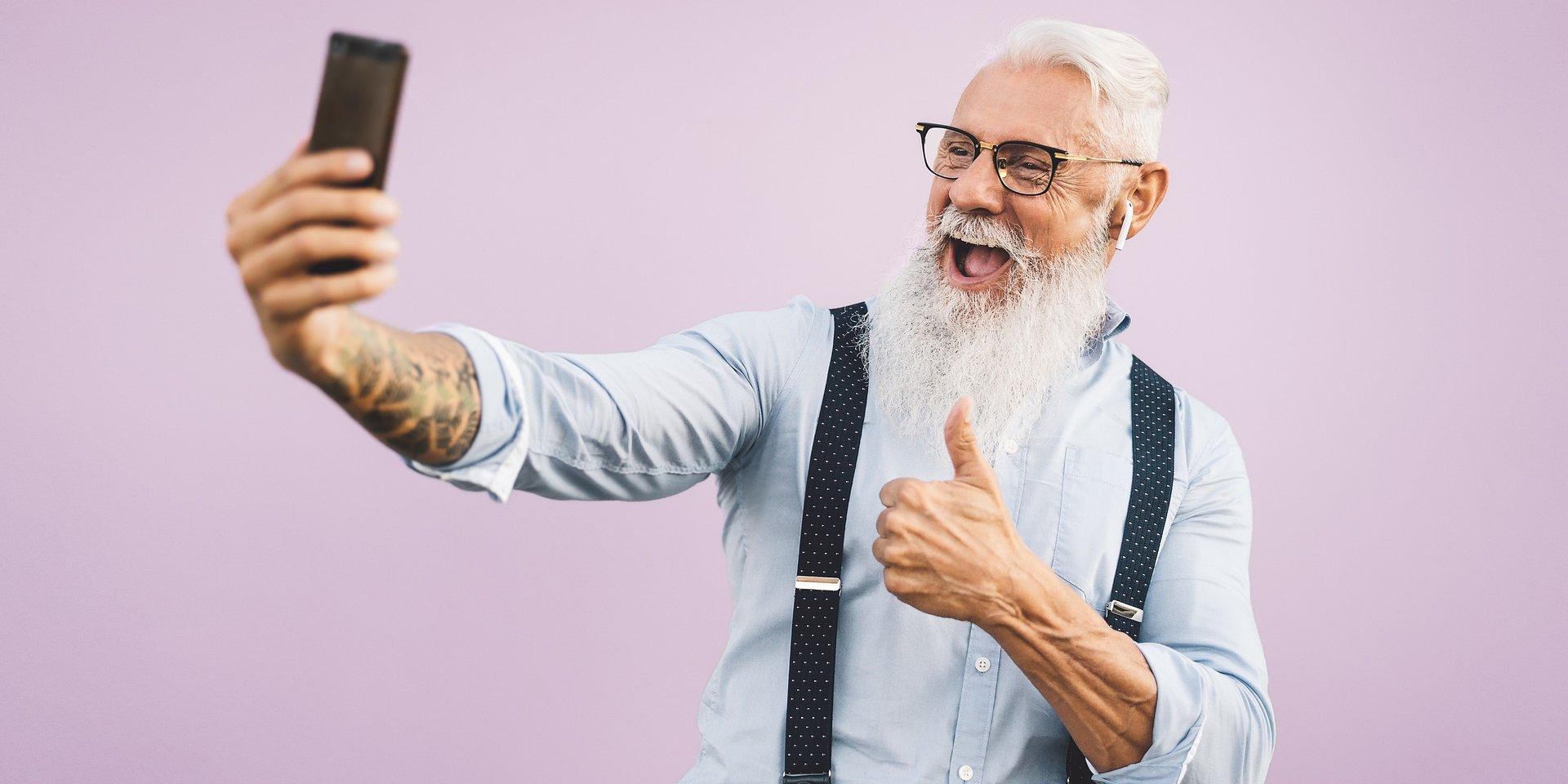 """""""Nowoczesny Senior – przewodnik po cyfrowym świecie"""" uczy osoby starsze, jak korzystać z Internetu"""