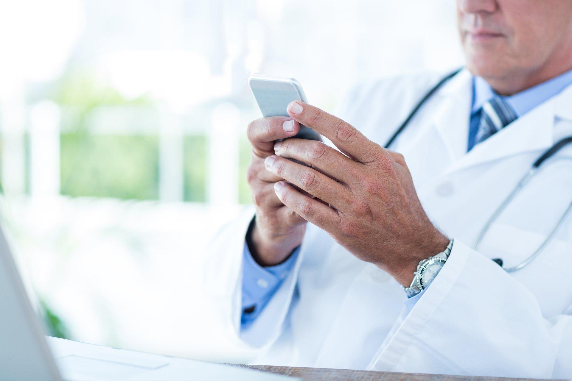 Pandemiczne statystyki: miliony porad lekarskich mniej i więcej niezadowolonych pacjentów