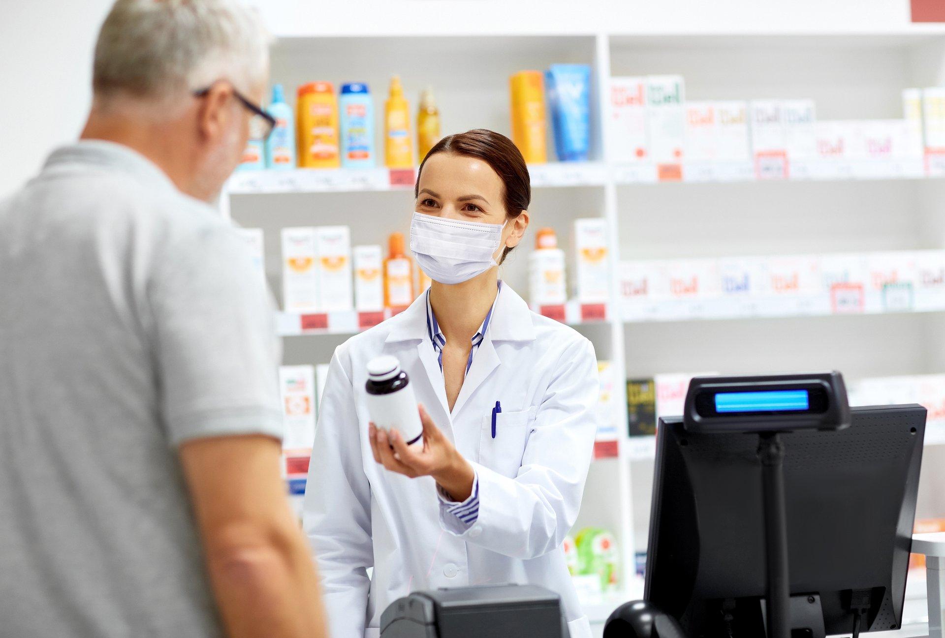Odmowa obsługi pacjenta bez maseczki w aptece? To nie takie proste!