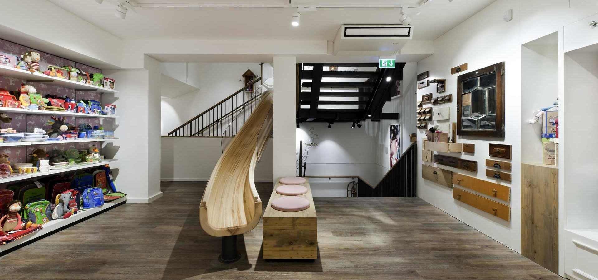 Podłoga w obiektach handlowych - liczy się design, trwałość, szybki montaż
