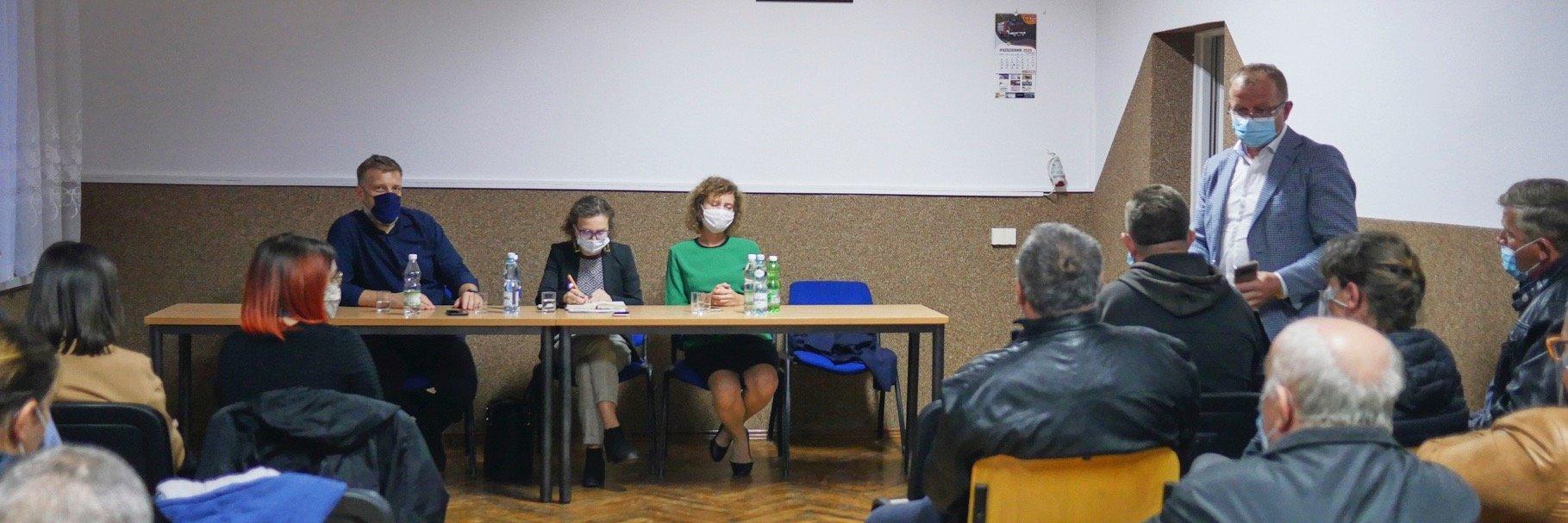 """""""Biznes to nie jest święta krowa"""". Gosek-Popiołek i Zandberg interweniują w powiecie nowosądeckim."""