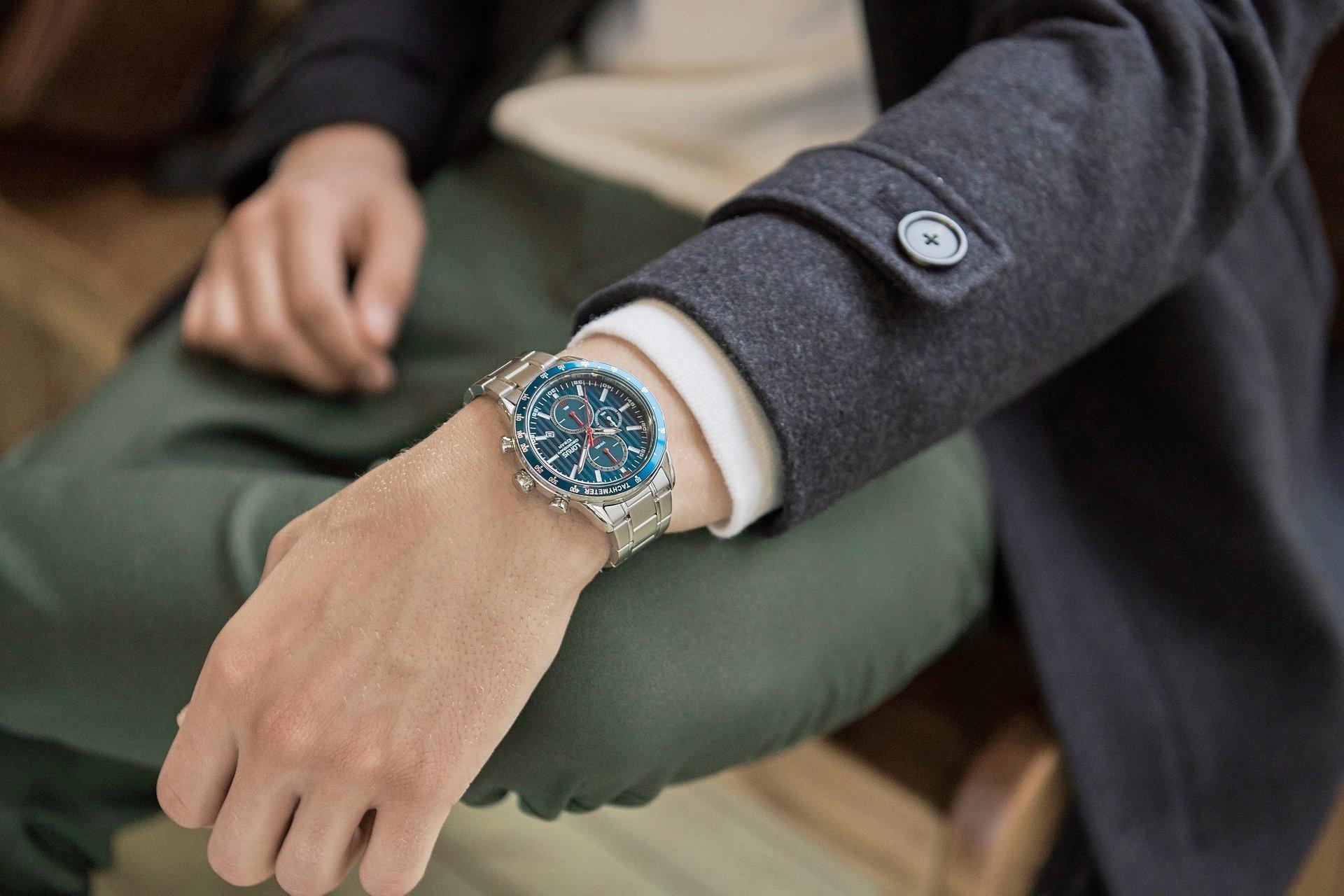 Modny dodatek do jesiennej stylizacji - czyli idealny zegarek dla niej i dla niego.