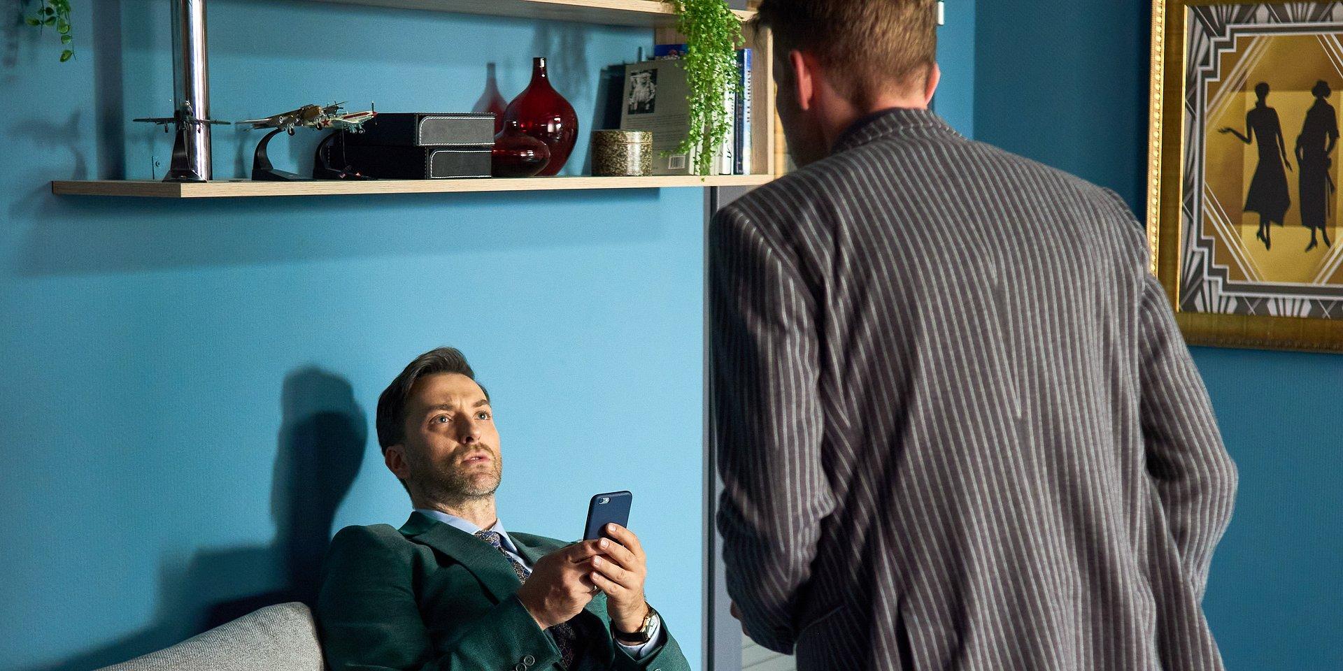 BrzydUla: Marek wprasza się na spotkanie Violi i Sebastiana.