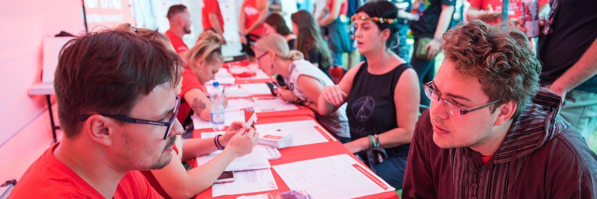 Uczestnicy Pol'and'Rock Festival i Finałów WOŚP ratują życie!