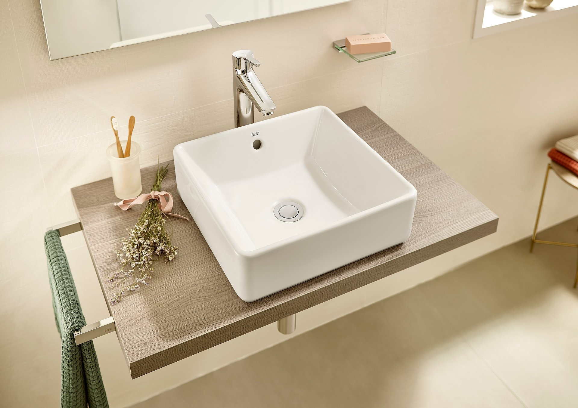 Seria Gap wciąż zaskakuje. Teraz w kolekcji nowe umywalki nablatowe.
