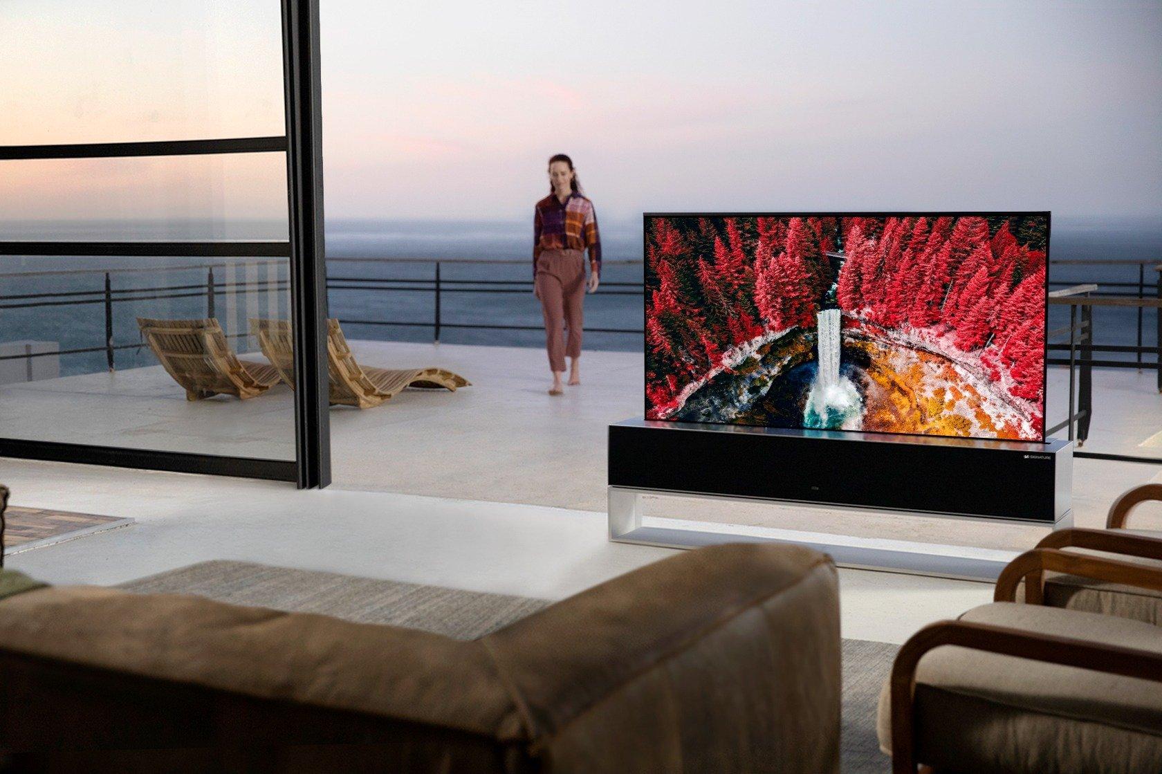 Epokowy debiut rewelacyjnego telewizora LG OLED ze zwijanym ekranem