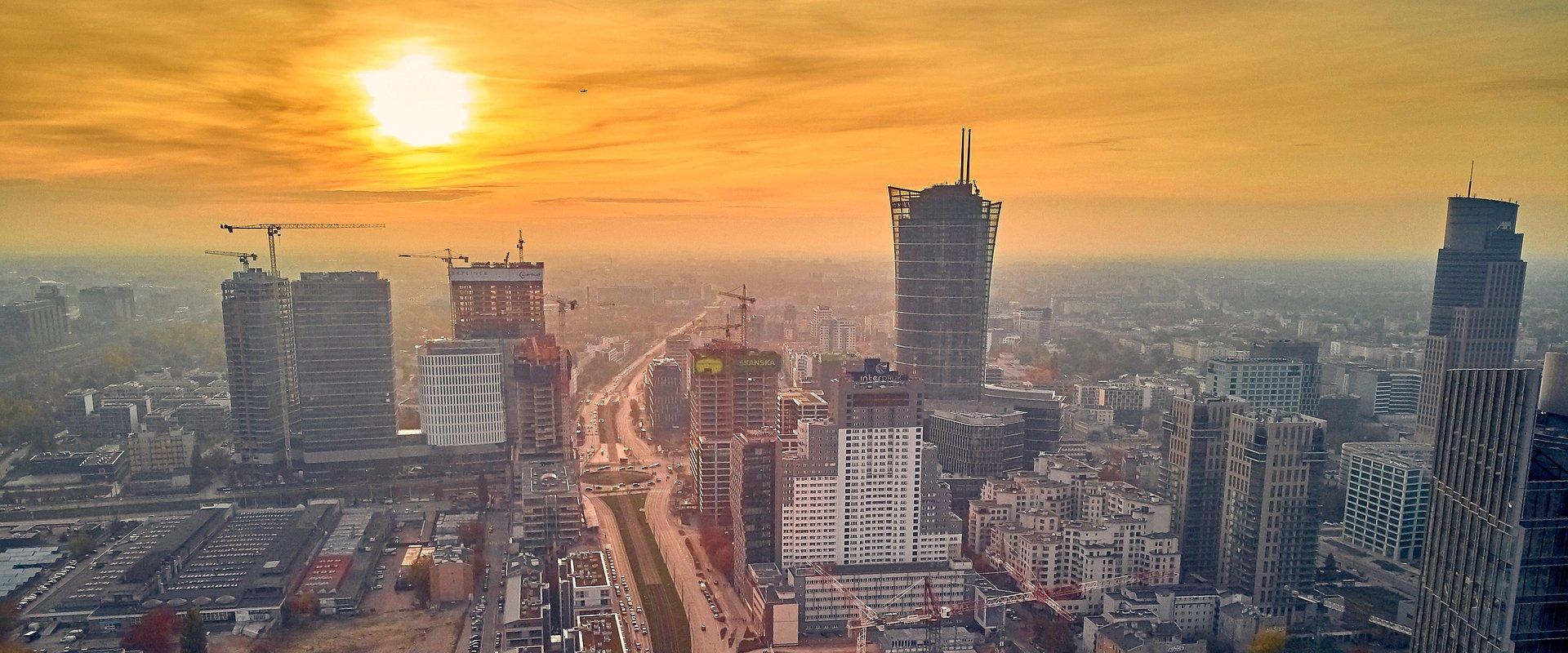 Inwestorzy ostrożni, ale wciąż zainteresowani nieruchomościami komercyjnymi w Polsce. Magazyny idą na rekord.