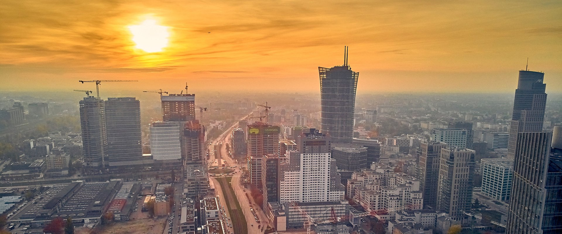While exercising caution, investors continue to show interest in commercial real estate throghout Poland. The industrial and logistics sector is going for a record.