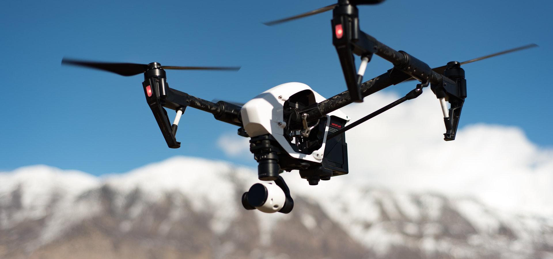 Dron dostarczający leki - co stoi na przeszkodzie?