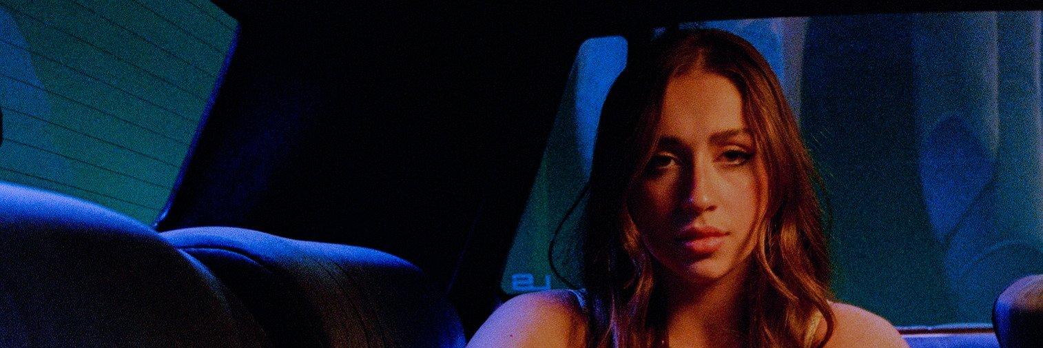 """Tate McRae prezentuje nowy singiel """"r u ok""""!"""